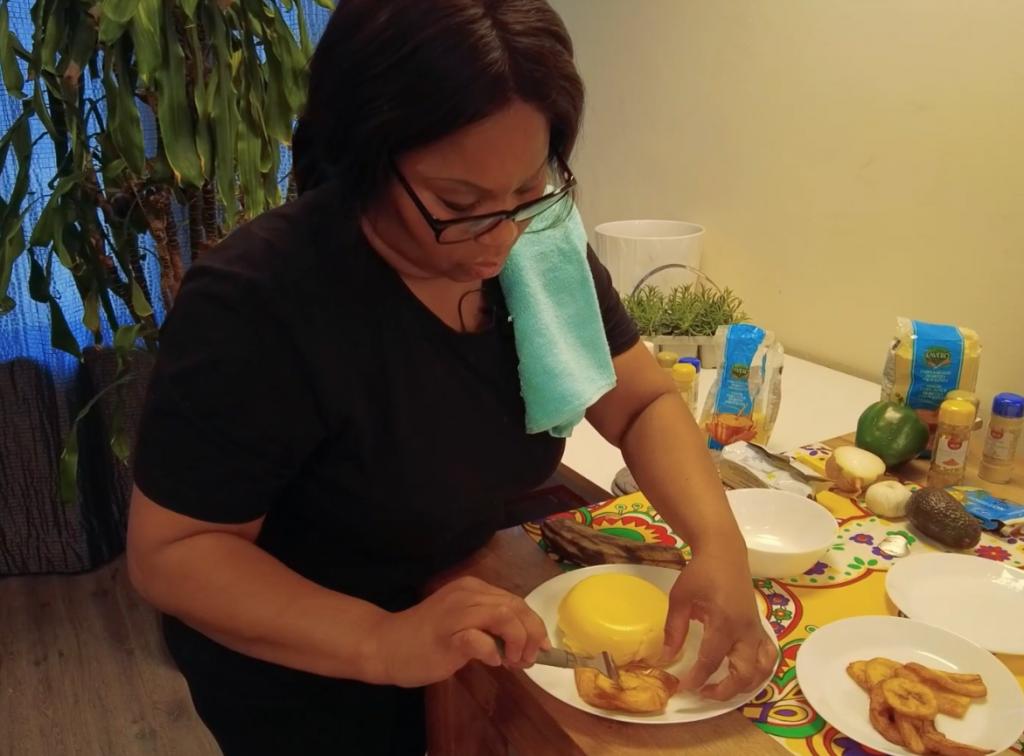 ZO Lekker #3 Popi maakt Funchi met bakkeljauw uit Curaçao